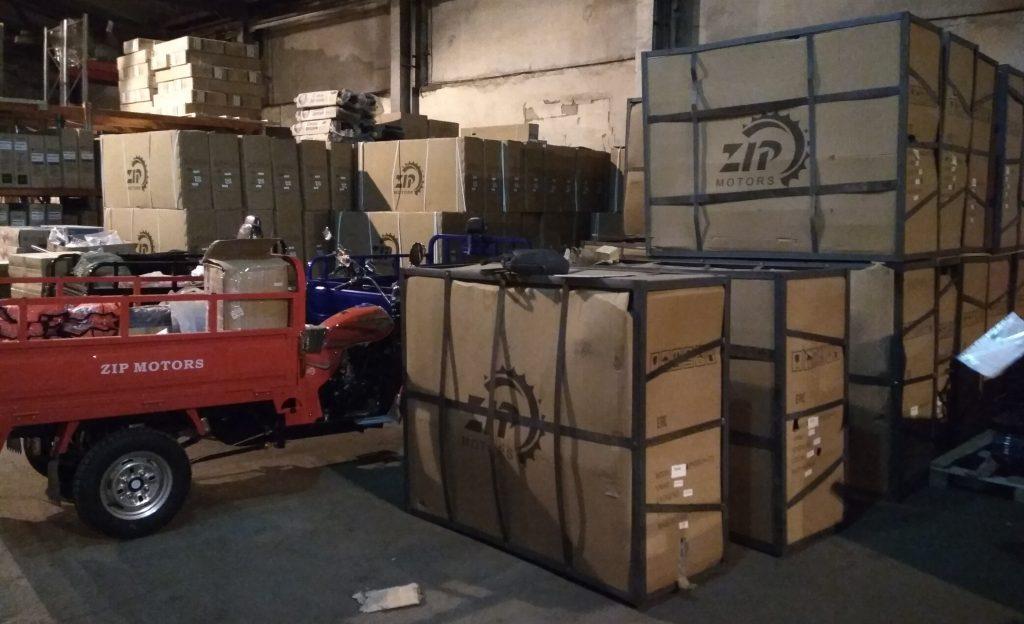 Грузовые трициклы в коробках 2